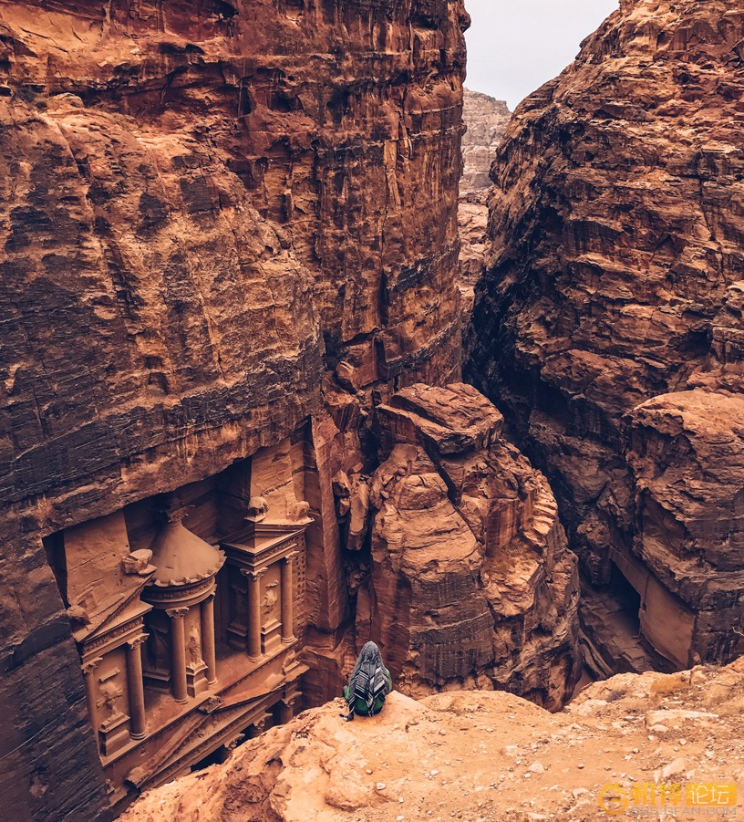 Shot-on-iPhone-Challenge-Announcement-Woman-in-front-of-Petra_big.jpg.large.jpg